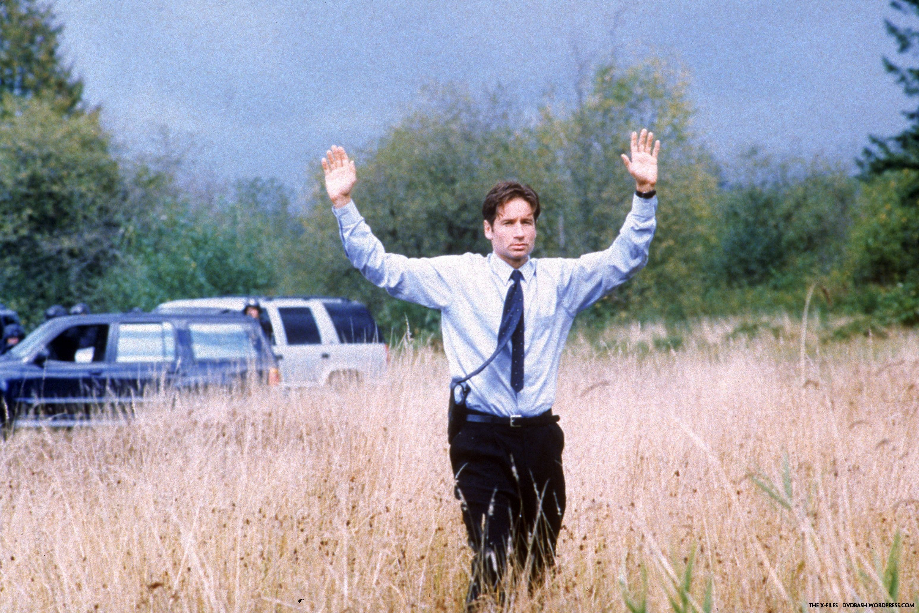 x-files-s4-duchovny-mulder-anderson-scully7wallpapeer2.jpg