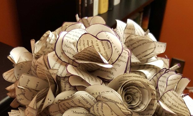 This_Harry_Potter_fan_is_getting_married_with_a_bouquet_made_out_of_book_pages