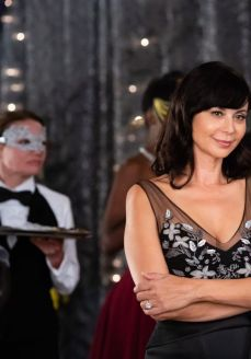 catherine-bell-good-witch-a-tale-of-two-hearts-photos-2018-3_thumbnail