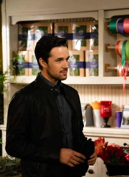 donovan-at-the-shop-the-good-witch-s5e6