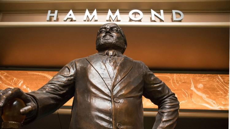 hammond-statue-750x422