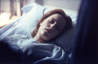 THE X-FILES - SEASON 8: A pregnant Dana Scully (Gillian Anderson) is rushed to the hospital with abdominal pains in the ÒEmpedoclesÓ episode of THE X-FILES which originally aired Sun., April 22, 2001 (9:00-10:00 PM ET/PT) on FOX. ª©2001FOX BROADCASTING CR:FOX