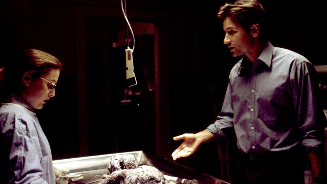 THE X-FILES, Gillian Anderson, David Duchovny, Season 1 'Pilot', 1993-2002. TM & Copyright (c) 20th