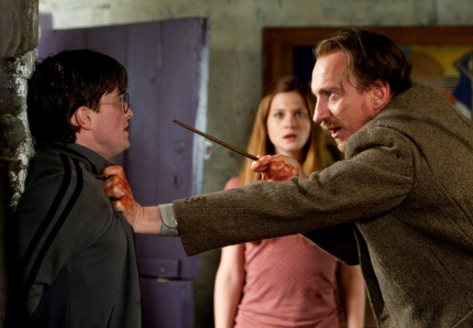 2087406-harry_potter_and_the_deathly_hallows_part_1_movie_image_radcliffe_thewlis_01