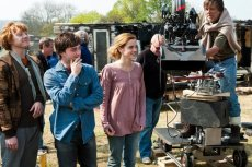behind-the-scenes-of-deathly-hallows-trio-with-david-yates-harry-potter-16221633-720-480