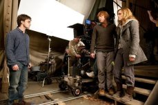 behind-the-scenes-of-deathly-hallows-trio-with-david-yates-harry-potter-16221634-720-480