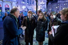 behind-the-scenes-of-deathly-hallows-trio-with-david-yates-harry-potter-16221635-720-480