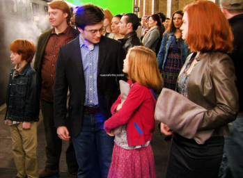 Deathly-Hallows-Behind-the-Scenes-harry-potter-26601360-1255-923