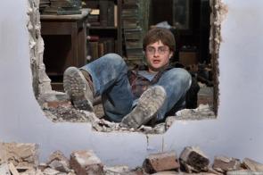 Deathly-Hallows-Part-1-Movie-Still-harry-potter-26748742-1280-853