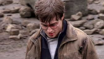 Deathly-Hallows-Part-2-Behind-the-Scene-Pictures-daniel-radcliffe-25305788-600-342