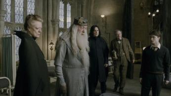"HP6-FP-00341 (L-r) MAGGIE SMITH as Professor Minerva McGonagall, MICHAEL GAMBON as Professor Albus Dumbledore, ALAN RICKMAN as Professor Severus Snape, JIM BROADBENT as Professor Horace Slughorn and DANIEL RADCLIFFE as Harry Potter in Warner Bros. PicturesÕ fantasy adventure ÒHarry Potter and the Half-Blood Prince."""