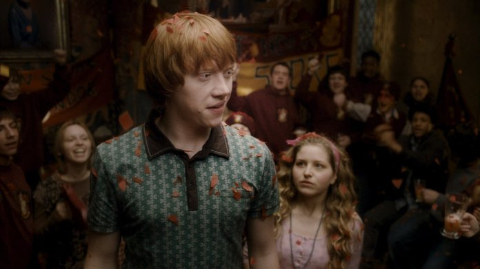"""HP6-FP-00394 RUPERT GRINT as Ron Weasley and JESSIE CAVE as Lavender Brown in Warner Bros. PicturesÕ fantasy adventure ÒHarry Potter and the Half-Blood Prince."""""""