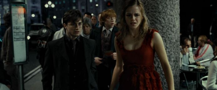 Harry-Potter-and-the-Deathly-Hallows-Part-1-BluRay-emma-watson-21170631-1920-800