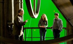 Harry-Potter-and-the-Half-Blood-Prince-Behind-The-Scenes-Photos-Harry-and-hermione-Astronomy-Tower-Director-David-Yates-e1544688607373