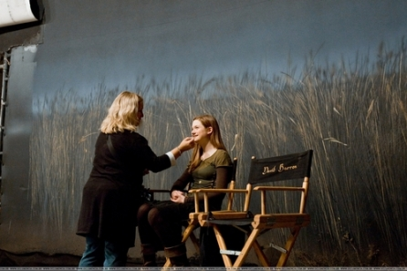 Harry-Potter-The-Half-Blood-Prince-Behind-The-Scenes-bonnie-wright-7560775-500-333