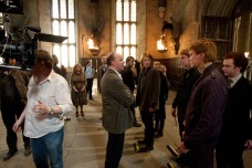 Director - David Yates with Domhnall Gleeson (Bill Weasley), Oliver Phelps (George Weasley), James Phelps (Fred Weasley) and Chris Rankin (Percy Weasley in the Great Hall. (SC230)