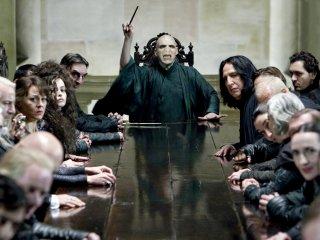 Voldemort_WB_F7_VoldemortAndDeathEatersInMalfoyManor_Still_080615_Land